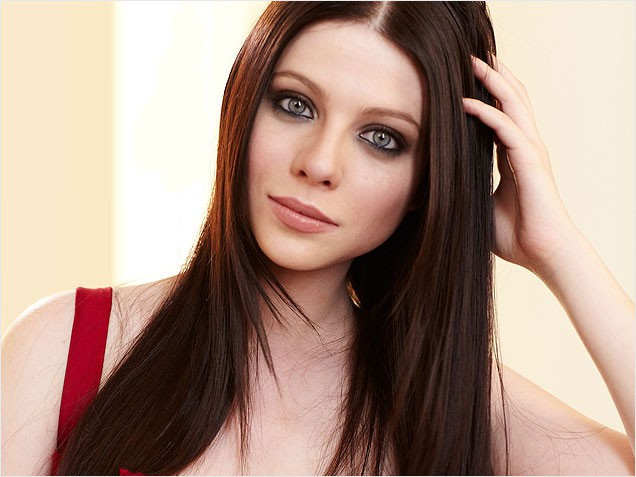 Michelle Trachtenberg's Darker 'Do